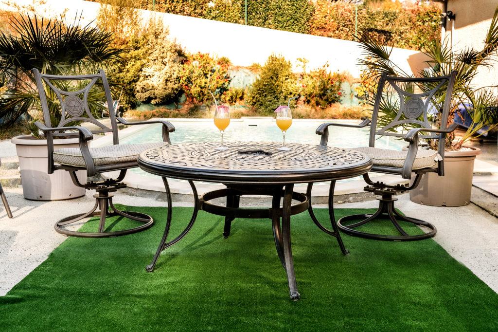 comment meubler et illuminer son jardin techneb shop news. Black Bedroom Furniture Sets. Home Design Ideas