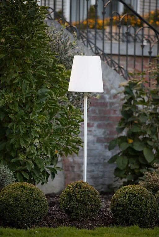 Lampe LED sur pied