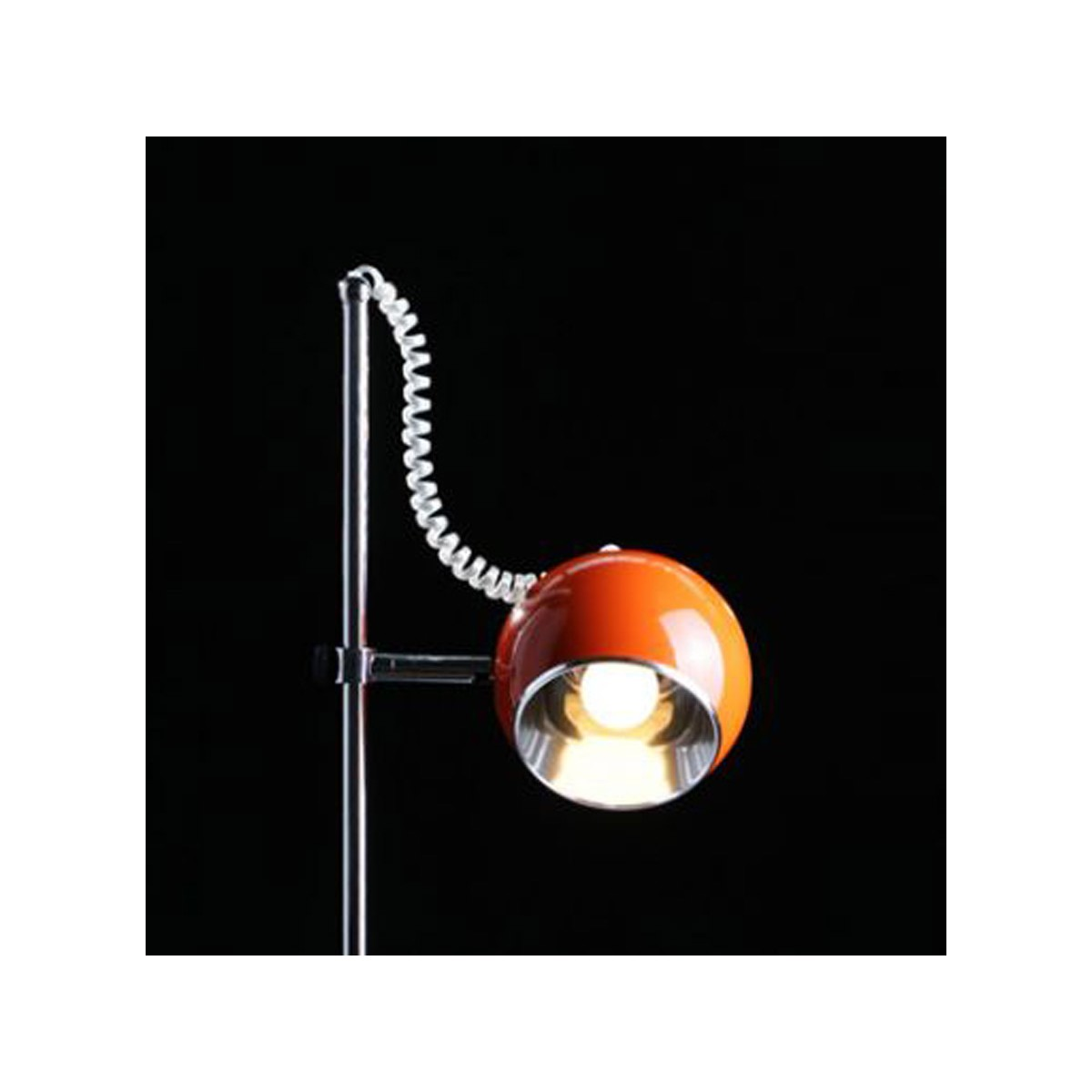 lampe de table design batara en m tal orange fran ais. Black Bedroom Furniture Sets. Home Design Ideas